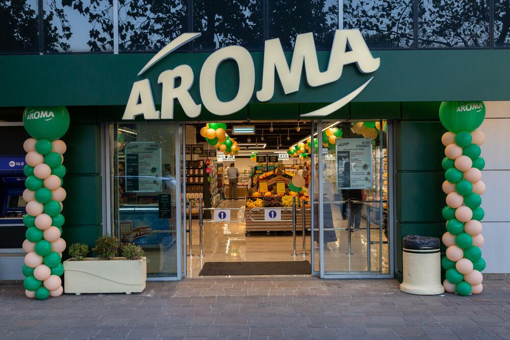 Otvoren renovirani AROMA market na površini od 900 metara kvadratnih, u podgoričkom naselju Stara Varoš (kod Sahat-kule)!